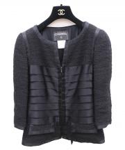 CHANEL(シャネル)の古着「ノーカラーティアードジャケット」|ブラック