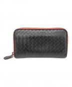 BOTTEGA VENETA(ボッテガベネタ)の古着「ラウンドファスナー長財布」|ブラック×レッド