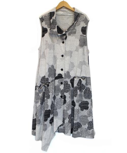 慈雨(ジウ)慈雨 (ジウ) スタンドカラーノースリーブワンピース グレー サイズ:40の古着・服飾アイテム