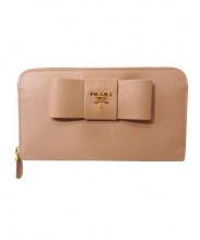 PRADA(プラダ)の古着「ラウンドファスナー長財布」|ベージュ(CAMMEO)