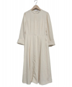 CELFORD(セルフォード)の古着「バックサテンプリーツワンピース」|ベージュ