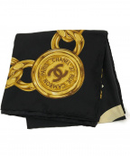 CHANEL(シャネル)の古着「ココマーク ゴールドチェーン シルクスカーフ」 ブラック