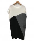 SPECCHIO(スペッチオ)の古着「プリーツノースリーブワンピース」|ブラック×ホワイト