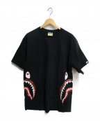 BAPE BY A BATHING APE(ベイプバイアベイシングエイプ)の古着「サイドシャークプリントTシャツ」|ブラック
