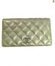 CHANEL(シャネル)の古着「マトラッセココマークエナメル2つ折り財布」|ベージュ