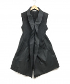 ISSEY MIYAKE(イッセイミヤケ)の古着「プリーツノースリーブジャケット」|ブラック