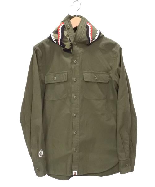 A BATHING APE(アベイシングエイプ)A BATHING APE (エイプ) シャークフード付きシャツ オリーブ サイズ:SIZE Mの古着・服飾アイテム
