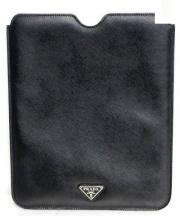 PRADA(プラダ)の古着「サフィアーノiPadケース」|ブラック
