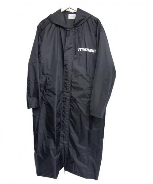 ATTACHMENT(アタッチメント)ATTACHMENT (アタッチメント) リバースロゴプリントフーデットコート ブラック サイズ:2 118454003 定価¥24200の古着・服飾アイテム