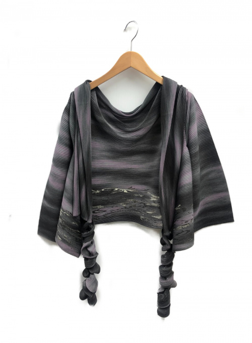 ISSEY MIYAKE FETE(イッセイミヤケ フェット)ISSEY MIYAKE FETE (イッセイミヤケ フェット) プリーツトッパーカーディガン グレー サイズ:2の古着・服飾アイテム