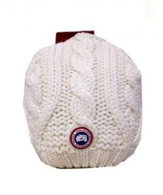 CANADA GOOSE(カナダグース)の古着「CHUNKY CABLE KNIT BEANIE」|ホワイト
