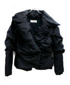 ISSEY MIYAKE(イッセイミヤケ)の古着「中綿ジャケット」|ブラック