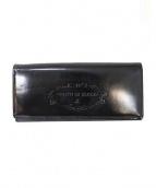 FRUTTI DI BOSCO(フルッティディボスコ)の古着「エンボスロゴエナメル長財布」|ブラック