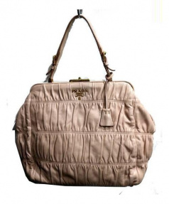 PRADA(プラダ)の古着「がま口ハンドバッグ」|ピンク