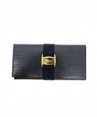 Salvatore Ferragamo(サルヴァトーレ・フェラガモ)の古着「2つ折り長財布」