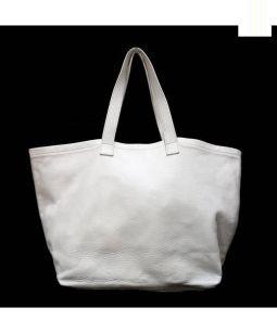 MARGARET HOWELL(マーガレットハウエル)の古着「レザーキャリーバッグ」|ホワイト