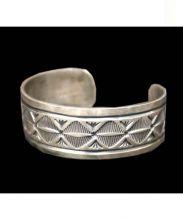 NAVAJO jewelry(ナバホ)の古着「スタンプワークバングル」