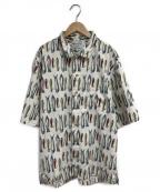 Columbia(コロンビア)の古着「ルアー総柄シャツ」|ホワイト