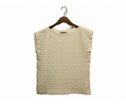 ISSEY MIYAKE(イッセイミヤケ)ISSEY MIYAKE (イッセイミヤケ) デザインノースリーブブラウス ホワイト サイズ:2の古着・服飾アイテム