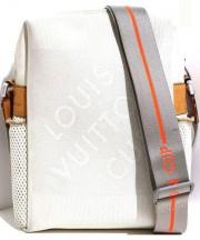 LOUIS VUITTON(ルイヴィトン)の古着「ウェザリーショルダーバッグ」|ホワイト