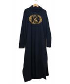Vivienne Westwood(ヴィヴィアンウエストウッド)の古着「タートルネックプリントワンピース」|ブラック×ゴールド