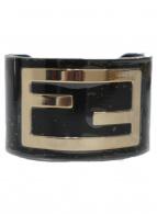 FENDI(フェンディ)の古着「ロゴモチーフバングル」|ブラック×ゴールド