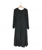 emmi atelier(エミアトリエ)の古着「プリーツロングワンピース」|ブラック