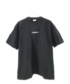 VETEMENTS(ヴェトモン)の古着「Inverted Logo Tee」|ブラック