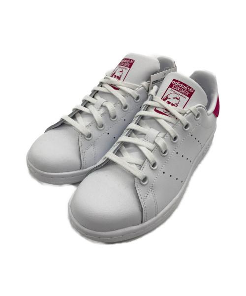 adidas(アディダス)adidas (アディダス) ローカットスニーカー ホワイト×ピンク サイズ:22.5 未使用品 STANSMITHの古着・服飾アイテム