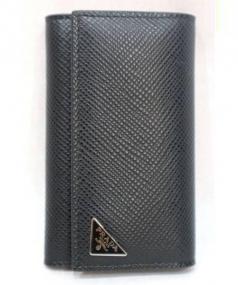 PRADA(プラダ)の古着「サフィアーノクイル6連キーケース」|ブラック