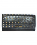 MIU MIU(ミュウミュウ)の古着「スタッズ2つ折り長財布」|ブラック
