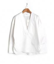 CINOH(チノ)の古着「ベルテッドVネックブラウス」|ホワイト