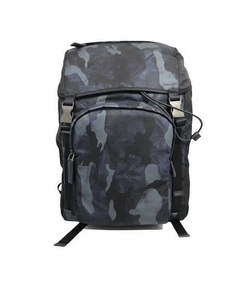 PRADA(プラダ)PRADA (プラダ) カモフラバックパック/TESSUTO ネイビー×ブラック 2VZ135の古着・服飾アイテム