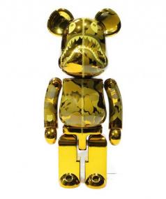A BATHING APE x MEDICOM TOY(アベイシングエイプ x メディコムトイ)の古着「18SS 超合金ベアブリック」 ゴールド