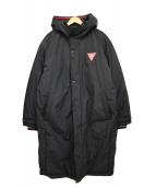 GUESS(ゲス)の古着「フーデッドパフコート ベンチ ロゴ」|ブラック