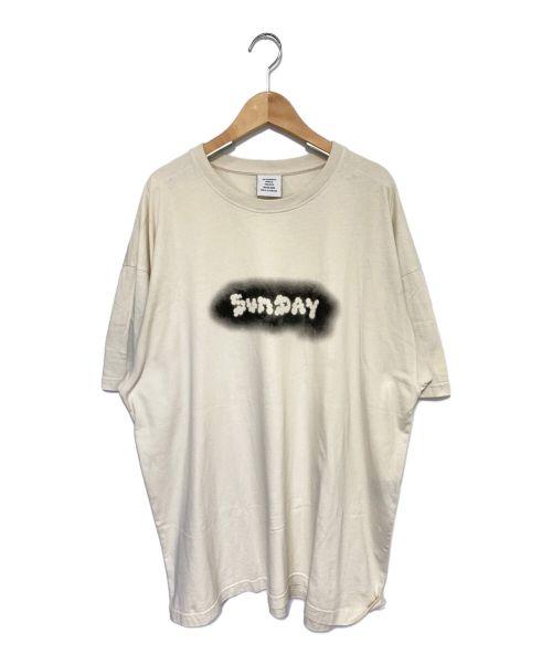 VETEMENTS(ヴェトモン)VETEMENTS (ヴェトモン) SUNDAY Tシャツ アイボリー サイズ:Lの古着・服飾アイテム