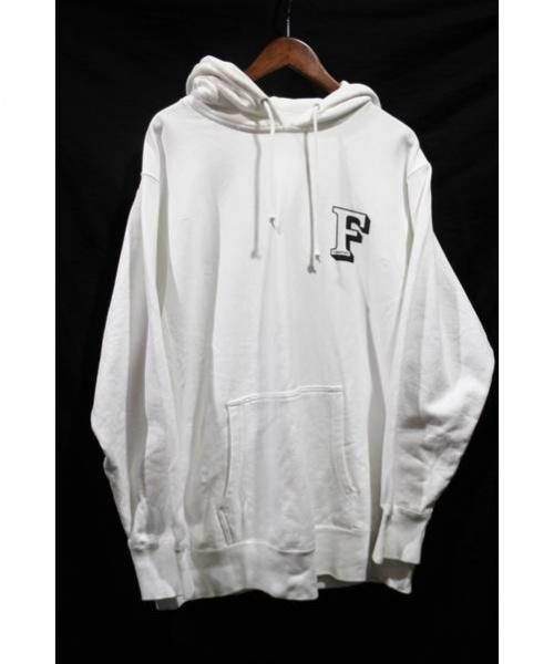 FLAGSTUFF(フラッグスタッフ)FLAGSTUFF (フラッグスタッフ) Fロゴプルオーバーパーカー ホワイト サイズ:XLの古着・服飾アイテム