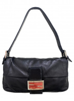 FENDI(フェンディ)の古着「レザーマンマバケットハンドバッグ」|ブラック